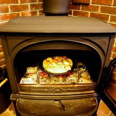 宇都宮/木の家/薪ストーブのある家/薪ストーブ/ピザ 買ってきたピザもストーブで温めると、一味…(2枚目)