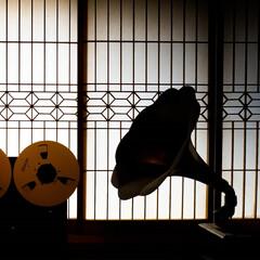 蓄音機/オープンリールデッキ/障子/レトロ/クラシック レトロなものを集めてみました 蓄音機 オ…