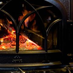 薪ストーブ/ファイヤーワールド/木の家 宇都宮/炎の揺らぎ 薪ストーブのドアップ 今シーズンも炎の揺…