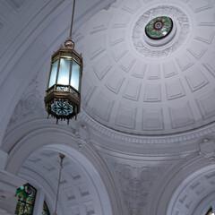 白い天井/ドーム天井/どこでしょう 写真を整理していたら、出てきました。 白…