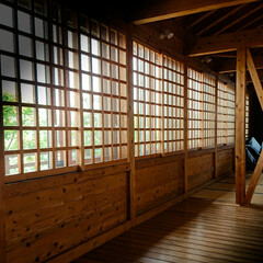 採光/通風/格子戸 格子戸のある家 外界と隔ての機能を保ちな…