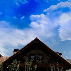 ログハウス/薪ストーブ/サイエンスホーム/木の家 宇都宮 青空に三角屋根が映えます