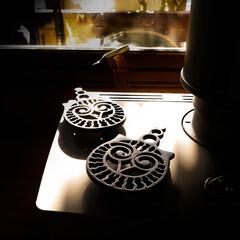 トリペット/鍋敷き/薪ストーブ トリペット 鋳物の鍋敷きです  何のデザ…