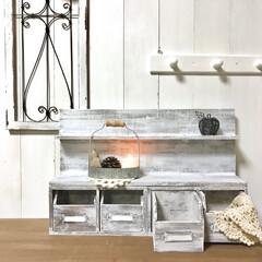 什器/シェルフ/シャビーシック/手作り/DIY/雑貨/... セリアの板とダイソーの木箱を組み合わせて…