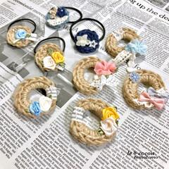 ヘアゴム/ナチュラル/手作り雑貨/かぎ針編み/編み物/編み小物/... 麻紐でリース型ブローチとヘアゴム作ってみ…