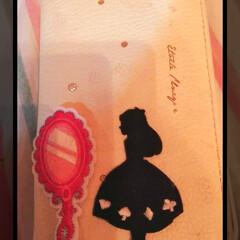 リメイク/アリス/ワッペン活用/生活の知恵/雑貨/セリア/... スマホの手帳カバーに  アリスのワッペン…