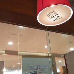 東京インテリア/カフェ/ランチ Tokyoインテリアに 本棚とテレビボー…