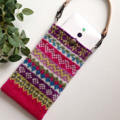 編み物/毛糸/スマホ/ポーチ/ハンドメイド/ケース/... フェアアイル柄の編み込みで編んだスマート…
