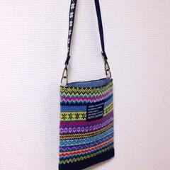 オリジナルデザイン/ショルダーバッグ/手作り/ハンドメイド/編み物/毛糸/... 小さなショルダーバッグ。フェアアイル柄の…