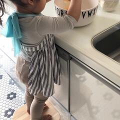 台所育児/2歳/バレンタイン/お菓子作り/子供のいる暮らし/こどもと暮らす/... 2歳でも卵を割るのもお手の物♡