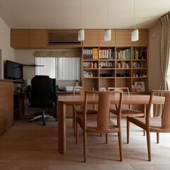 棚/ナチュラル/二世帯住宅/無垢材 親世帯のダイニングには、祖父の書斎スペー…
