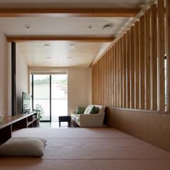 ワークスペース/暖色/畳スペース/モダンジャパニーズ/二世帯住宅 ダイニングのデスクカウンターからそのまま…