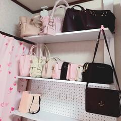 ピンク✕ホワイト/ドレッサーの上に棚を作った/大好きなピンク♡/パステルカラー/パステルピンク/DIY/... 一番上の左2つは保存袋に入れていたけど写…