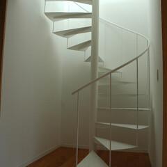 急勾配/傾斜地/崖地/階段/螺旋階段/天窓/... 階段の上部には、天窓が付いていて、 下の…
