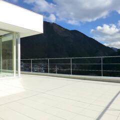 急勾配/崖地/傾斜地/テラス/リビング/眺望 テラスに立つと、 目の前には、この絶景。