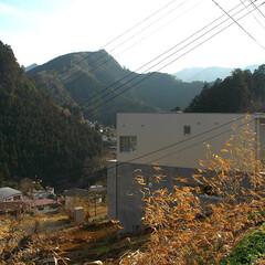 急勾配/傾斜地/崖地/外観 斜面の途中に、 浮かぶように建っているた…