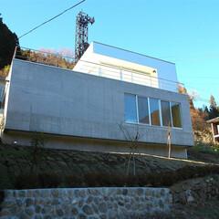 急勾配/傾斜地/崖地/外観 斜面の途中に、浮かぶように、 建築しまし…