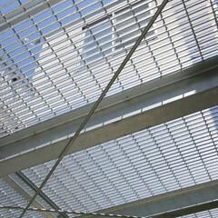 グレーチング/床/格子/屋根/光/建築面積/... この鉄の格子(グレーチング)の「屋根」は…