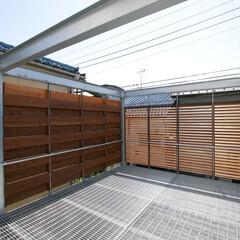 テラス/グレーチング/格子/木/鉄/床/... テラスは、 木の格子で、完全に囲われてい…