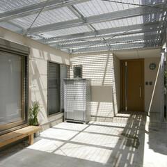 グレーチング/格子/屋根/アプローチ/玄関/ポーチ/... 駐車スペースの部分には、 鉄の格子(グレ…