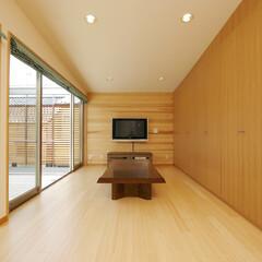 リビング/ダイニング/キッチン/LDK/テラス/庭・ガーデニングリフォーム/... テラスと反対側の壁は、すべて、 収納にな…