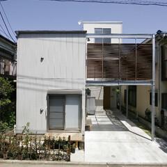 外観/狭小地/狭小敷地/密集地/住宅密集地/二世帯/... 住宅密集地に建つ二世帯住宅です。  法律…