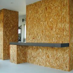 店舗/変形/狭小/ローコスト 箱の壁には、OSBと呼ばれる、下地などで…