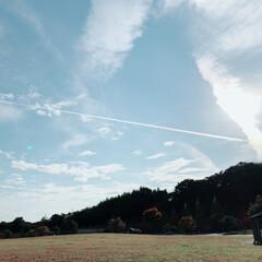 散歩/空/ひこうき雲/風景 今日、お散歩中キレイなひこうき雲を見まし…