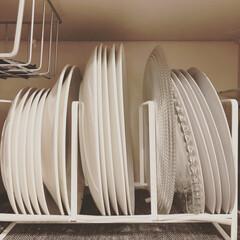 食器の収納/暮らし/家事時短/家事時短テクニック/整理収納/収納/... 大皿は立てて収納しています。でも、一ヶ所…