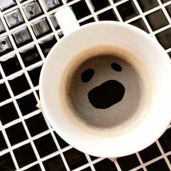 スチールラックリメイク/セルフリノベーション/モザイクタイル/顔/DIY/キッチン 夫が淹れてくれたコーヒー。顔みたいでウケ…