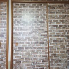セリア 白い襖の汚れが目立ちセリアのレンガ調のク…