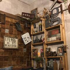 団地セルフリノベーション/リビング/フォロー大歓迎/ハンドメイド/DIY/雑貨/... 壁がコンクリートなんで柱を立てて木箱で棚…