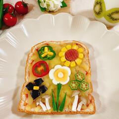 断面/ゆで卵/お花/お花達/ピザトースト/ピザ/... ピザトースト🍞 夏野菜のお花達集合~❁⃘…(2枚目)
