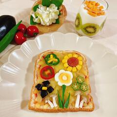 断面/ゆで卵/お花/お花達/ピザトースト/ピザ/... ピザトースト🍞 夏野菜のお花達集合~❁⃘…(1枚目)
