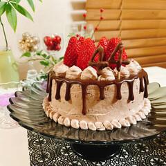 ホールケーキ/birthdayケーキ/birthday/ヤマザキパン/ヤマザキやわらかチョコのシフォンケーキ/DAISO/... 44歳 お誕生日おめでとう~👏🏻わたし(…