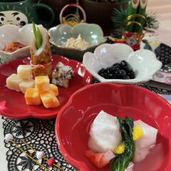 ズワイガニ/タラバガニ/小松菜/柚子/プロシュート/かにかまぼこ/... お正月っぽいお皿に お正月っぽい料理飾っ…