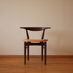 椅子/平山日用品店/テルチェア/ダイニングチェア/チェア/ブラックウォールナット/... 当店を代表する椅子です。無垢の木を削り出…