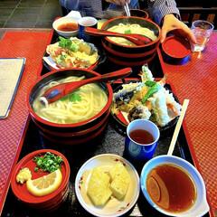昼食 釜揚げうどん定食😄🎶天ぷらも美味しく頂き…(1枚目)