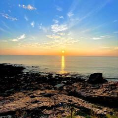 朝日 早いもので7月も今日で終わり😊朝日が登る…(1枚目)