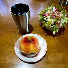 お家cafe 今日はご褒美にお家cafeで丸ごと桃のス…(1枚目)