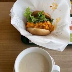 昼食 今日のお昼は、マッケンチーズ&コロッケセ…(2枚目)