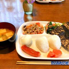 お昼ごはん 今日はお家で、おにぎり🍙ランチ😊💕 お米…