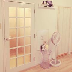 シェルフ/ディスプレイ/壁に付けられる家具/Kartell/スツール/ドアリメイク/... ドアにはサンゲツのガラスフィルムを貼りま…