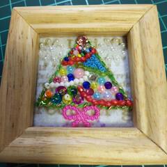 クリスマスツリー/ブローチ/スパンコール/フェルト/ビーズ/刺繍糸/... ビーズ刺繍😂 かわいいのできました😋 肩…