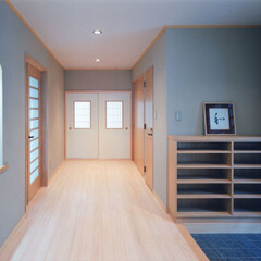 玄関/ニッチ 庫裏玄関ホールです。正面にいろいろ飾れる…