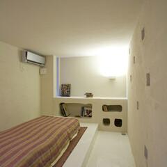 ベッドルーム/主寝室/寝室/地中海/洞窟 ガレージに隣接する主寝室。 ラフに仕上げ…