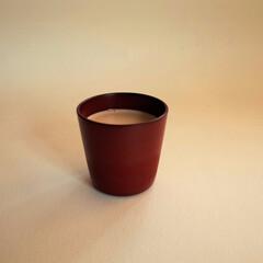 コップ/漆/木/赤 赤い漆のコップにミルクティーを入れてみま…