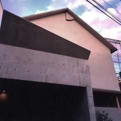 和風/モノトーン 斜めに折ったコンクリートデザインが軽快さ…