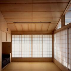 和風 柔らかな明かりのみを室内に取り込む障子空…