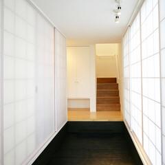 和風/モダン/廊下 美術館の回廊を歩いているかのような、清潔…